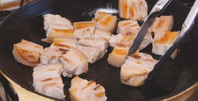 豬肉怎麼做紅燒?10年老廚師悄悄透露,冰糖和黃酒少不了