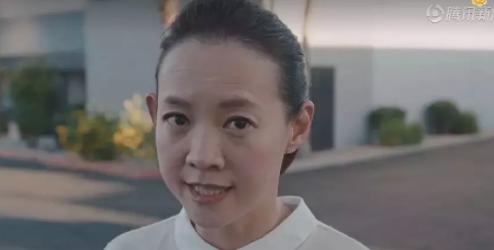 47歲曾寶儀「素顏近照曝光」皺紋明顯娃娃臉不再,堅持「自然蒼老」網友:和曾志偉越來越像!