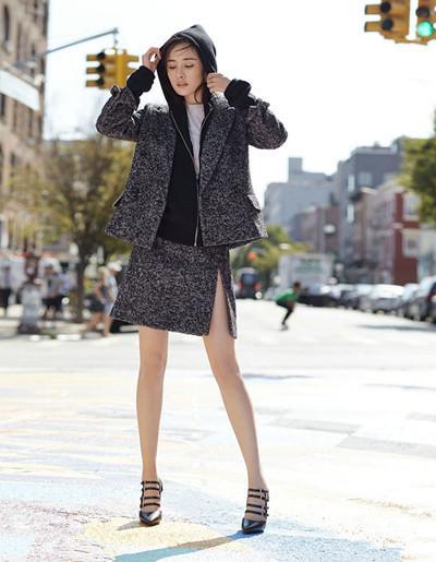 35歲唐嫣與32歲楊冪,同樣現身紐約街頭,1個美到爆棚,1個穿成俗妹!